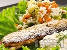 Рецепта Риба зарган на тиган с гарнитура от варен ориз и задушени тиквички с майонеза